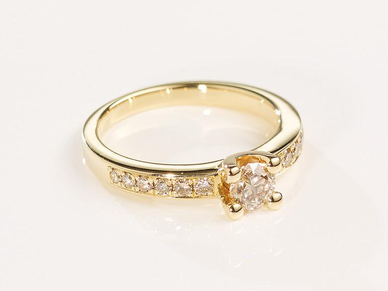 Brilliant Ring braun gold